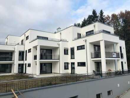 Freundliche 3-Zimmer-Penthouse-Wohnung mit Balkon und Einbauküche in Roding