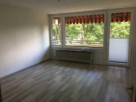 Sanierte Wohnung mit zwei Zimmern sowie Balkon und Einbauküche in Coburg