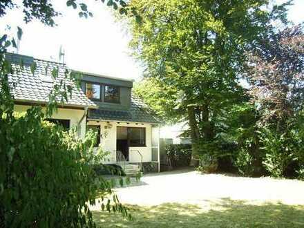 Köln-Weiss---Doppelhaushälfte mit großem Garten und Garage