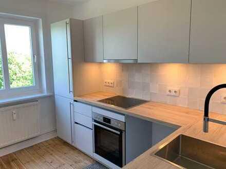Erstbezug nach Sanierung: schöne, helle 2,5-Zimmer-Wohnung mit Blick ins Grüne und auf den Kanal