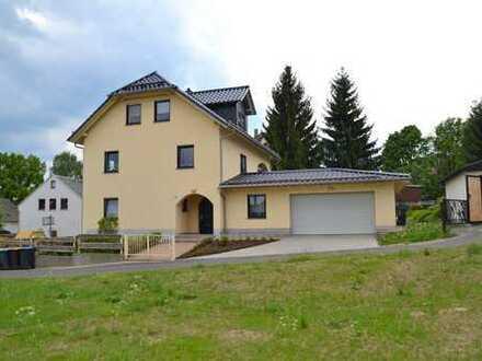 3-Raum-Traumwohnung mit Terrasse/Loggia in sehr schönem Haus - Einbauküche