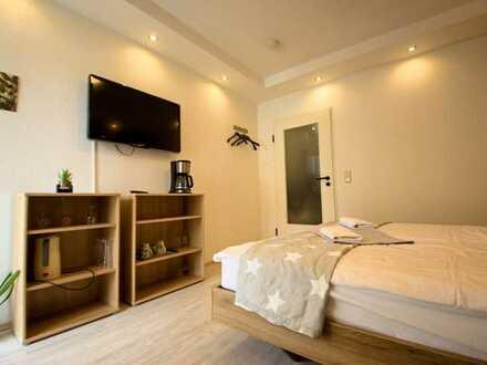 Modernisierte Wohnung mit einem Zimmer, hochwertiger EBK, Balkon und TG-Stellplatz