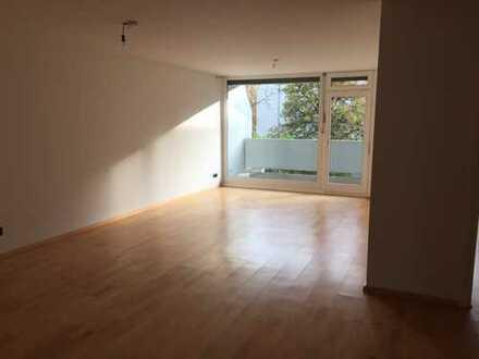 Stilvolle, modernisierte 3-Zimmer-Wohnung mit Balkon und EBK in Schwabing-West, München