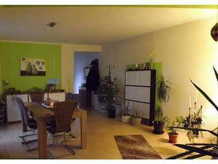 Helle, zentrale 2-ZKB Wohnung mit großem Balkon und KFZ-Stellplatz in Eisenberg (Pfalz)