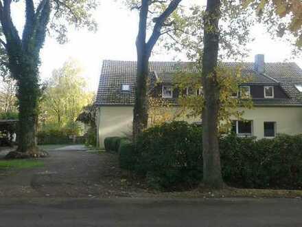 Schöne, geräumige vier Zimmer Wohnung in Ammerland (Kreis), Wiefelstede