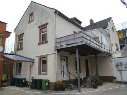 ++ Wohnhaus (WEG) mit großem Balkon und sep. Büroeinheit in 2.Reihe in ruhiger Lage in LD-Zentrum!++