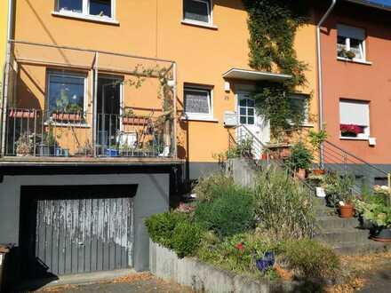 Gepflegtes Reihenhaus mit vier Zimmern und EBK in Hennweiler, Hennweiler