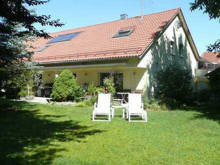 WOHNEN AM GOLFPLATZ - Großzügiges Haus mit 4 Garagen und Traumgarten - IN RUHIGER LAGE