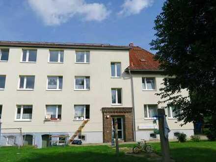 Schöne 2 Zi-Wohnung mit sep. Wohnküche, Laminatboden, Wannenbad in Halle-Seeben