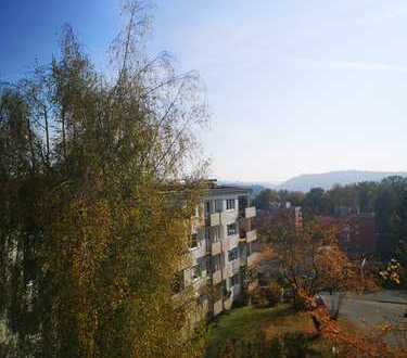 Ruhige, helle zentrale 3-Zimmer-Wohnung mit Fernsicht + 1 Loggia + 1 Balkon - renoviert