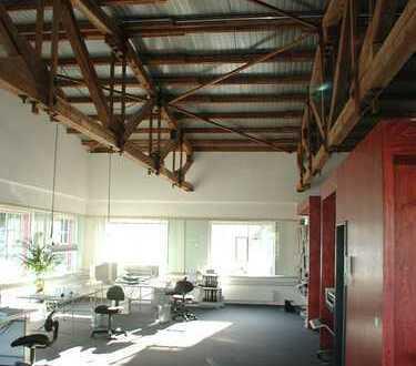 Arbeitsinseln in Gemeinschaftsbüro (Architekten) zu vermieten.