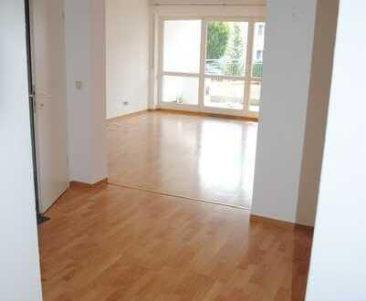 Helle 2,5-Zimmer-Wohnung EG mit Terrasse
