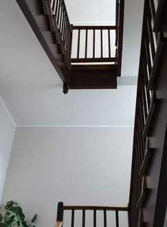 Sehr schöne, komplett modernisierte 2+2 Zimmerwohnung