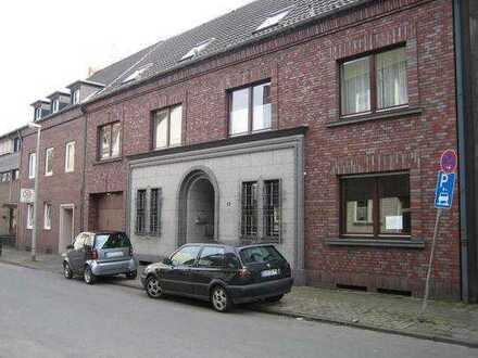 Du- Homberg Schöne DG Wohnung in 3 Fam. Haus