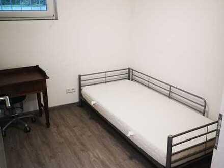 Vier Sanierte (WG-)Zimmer in Ruhiger Lage