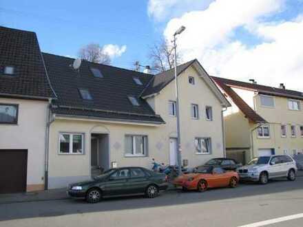Modernisierte Doppelhaushälfte mit Einliegerwohnung!