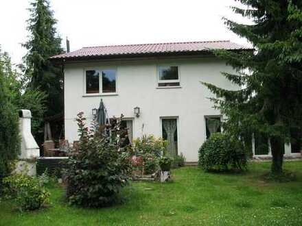 lichtdurchflutetes, geräumiges Haus im Grünen mit fünf Zimmern in Barnim (Kreis), Bernau bei Berlin