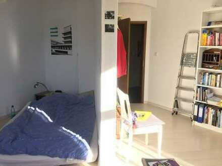 Großes, helles Zimmer (ca. 25qm) in cooler WG in zentraler Lage