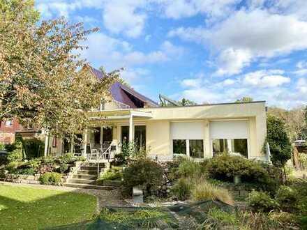 * Großzügiges Einfamilienhaus am Waldpark mit idyllischem Garten *