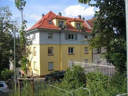 Modernisierte Wohnung mit vier Zimmern und Einbauküche in Pforzheim
