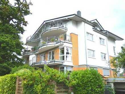 Helle Drei-Zimmer-Wohnung mit großem Balkon in ruhiger Lage Oberneulands