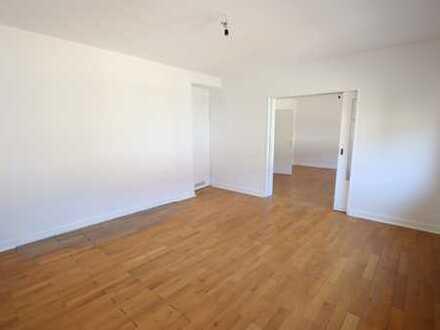 *Frisch renoviert - schöne Altbauwohnung (3 Zimmer) mit Balkon und Garage zu vermieten!*