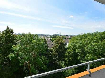RESERVIERT ! 4-Zi.-Wg. mit Einbauküche, 2 Balkonen (9 m²+7 m²) u. 2 Bädern im Regensburger Westen