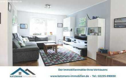 Helle 3-Zimmer-Wohnung (1. Etage) mit Loggia in begrünter Wohnanlage zu verkaufen