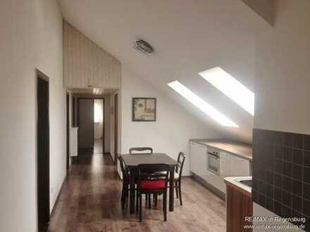 Wohnen und Arbeiten - Große Wohnung mit separatem Büro in Nittendorf!