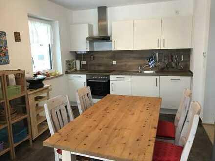 Modern möblierte 2-Zimmer-EG-Wohnung mit Terrasse in Erlangen-Bruck