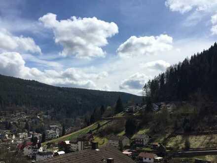 Gepflegte 3-Zimmer-Wohnung mit Balkon und Einbauküche in Bad Wildbad