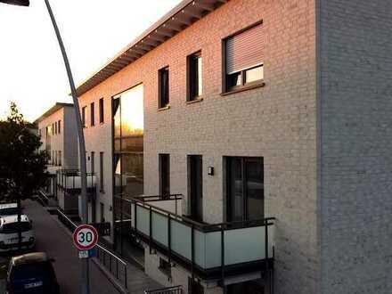 ***Single-Wohnung mit Service, Einbauküche und großem Balkon in zentraler Lage***