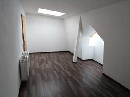 ***Große und außergewöhnliche Wohnung im DG mit Aufzug***
