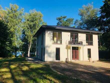 Private Luxusvilla am See 50km südlich Berlins