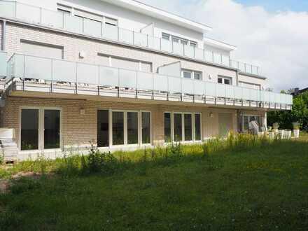 Wohnen im Neubau! Moderne 2-Zi.Wohnung mit Terrasse und TG-Stellplatz im Zentrum von Ahrensburg