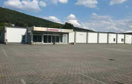 Gewerbehalle für SB-Markt oder Produktion mit großem Wohnhaus und 50 Parkplätzen