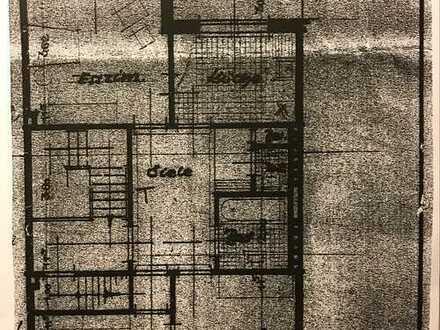 Modernisierte DG-Wohnung mit zweieinhalb Zimmern sowie Balkon und EBK in zentraler Lage in Bremen