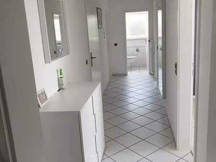 Gepflegte Wohnung mit drei Zimmern sowie Balkon und Einbauküche in Ortenaukreis