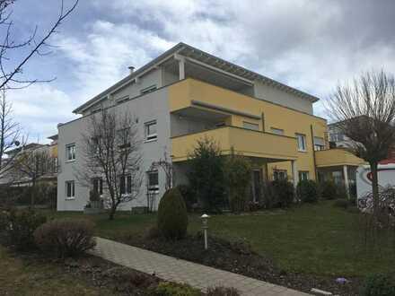 Exklusive, geräumige und gepflegte 5-Zimmer -Penthouse-Wohnung mit Dachterrasse und Einbauküche