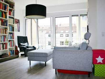 Schönes Wohnen im Westen! Exklusive 3-Zi.-OG-Wohnung mit sonnigem Balkon in bester Lage von S-West