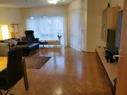Helle ruhige 4 Zimmer Wohnung 2 Balkone in Hornau