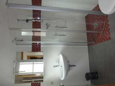 Möbliertes Zimmer mit eigenem Bad zu vermieten.
