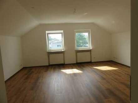 frei, 3 Zi-DG Wohnung WG geeignet, neu renoviert, kl. Anlage, 5 min. See + Zentrum Olching