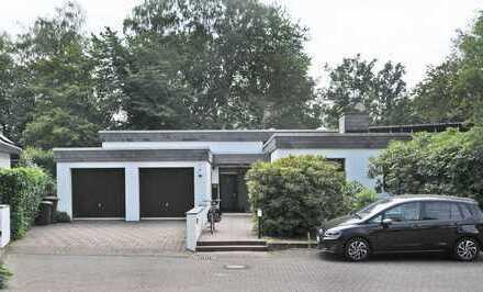 Gepflegte Wohnung mit drei Zimmern sowie Balkon und Einbauküche in Rösrath
