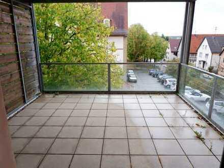 Schöne 1 Zimmer Wohnung im 2.OG mit Einbauküche und großem Balkon in 71139 Ehningen, WM:570€