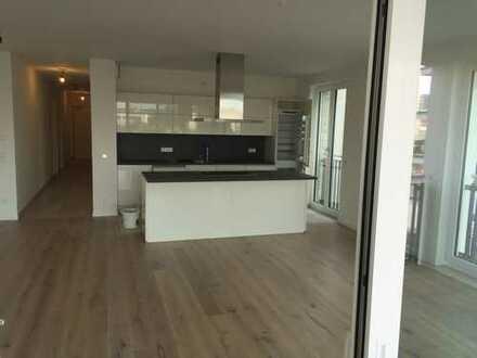 Schöne, geräumige vier Zimmer Wohnung in Offenbach am Main, Hafeninsel