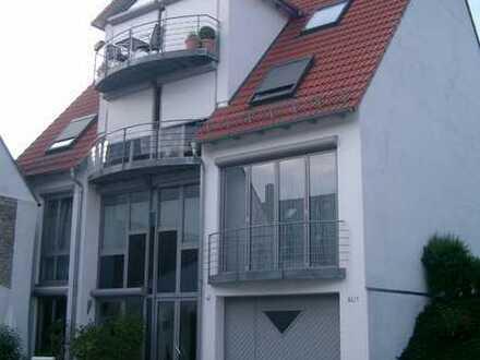 Luftige 2,5-Zimmer-Dachgeschosswohnung mit Balkon und Einbauküche in Walzbachtal