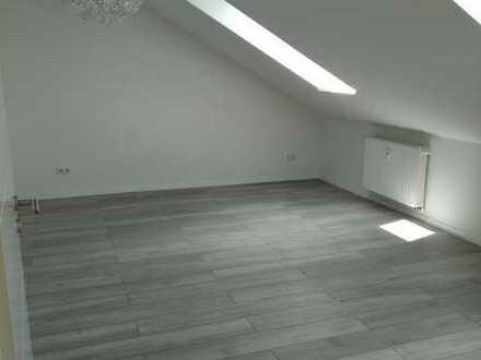 Sonnige DG-Wohnung mit Loggia und Einbauküche in Bobingen *provisionsfrei