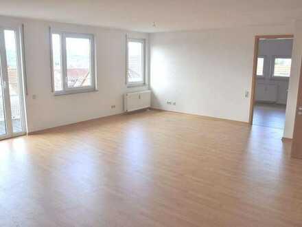 Attraktive und moderne 5 Zimmer Penthouse Maisonette Wohnung über den Dächern von Dettingen