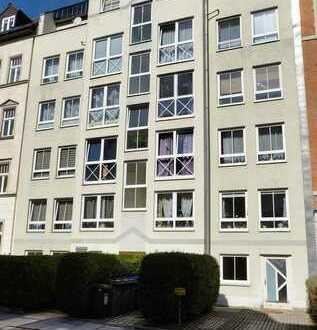 Tolle Familienwohnung mit neuem Laminat und Balkon auf dem Kaßberg!